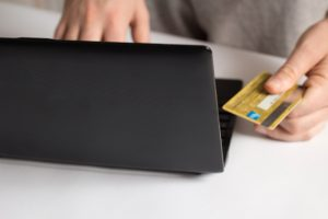 クレジットカードとパソコン