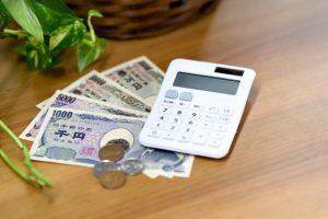 電卓と貨幣
