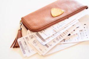レシートまみれの財布