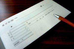 机の上の領収書