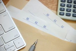 領収書と電卓
